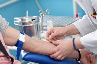 Inclusion of creatinine in blood work during carboplatin treatment