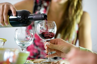 Drinking alcohol after diagnosis does not affect breast cancer