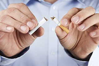 Lung cancer patients who stop smoking live longer