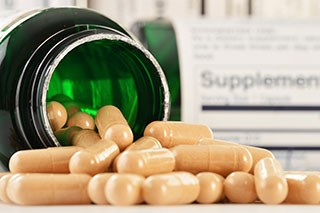 Vitamin B6 and B12 Supplements May Up Risk of Lung Cancer in Men