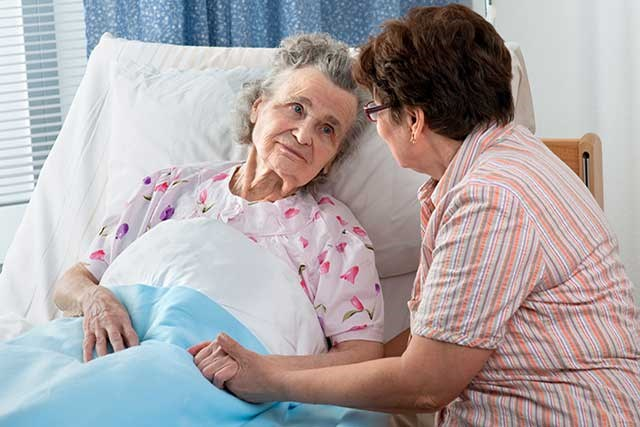 Older patients with AML were more likely to underutilize intensive end-of-life care and enroll in hospice.
