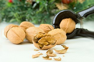 Risk of colon cancer recurrence was significantly reduced by nut consumption, evidence indicates.