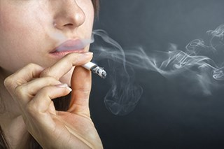 Smoking cessation substantially reduces the absolute risks associated with modern radiotherapy, researchers determined.