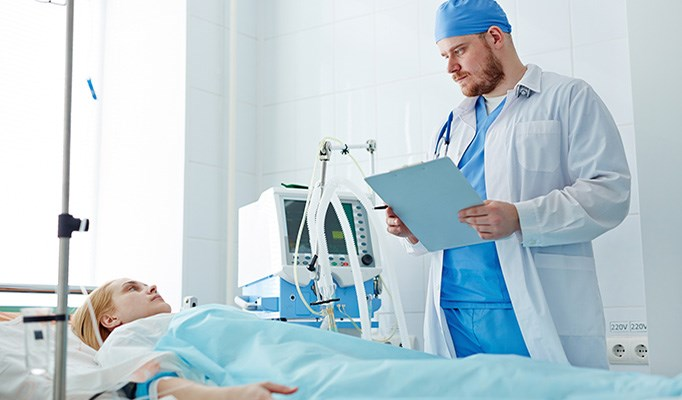 ICU and hospital mortality were lower for patients with cancer versus those without cancer.