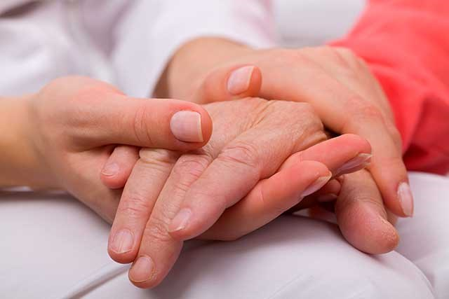 In this study, researchers randomly assigned patients to receive early and systematic palliative care plus standard oncologic care or standard oncologic care alone.