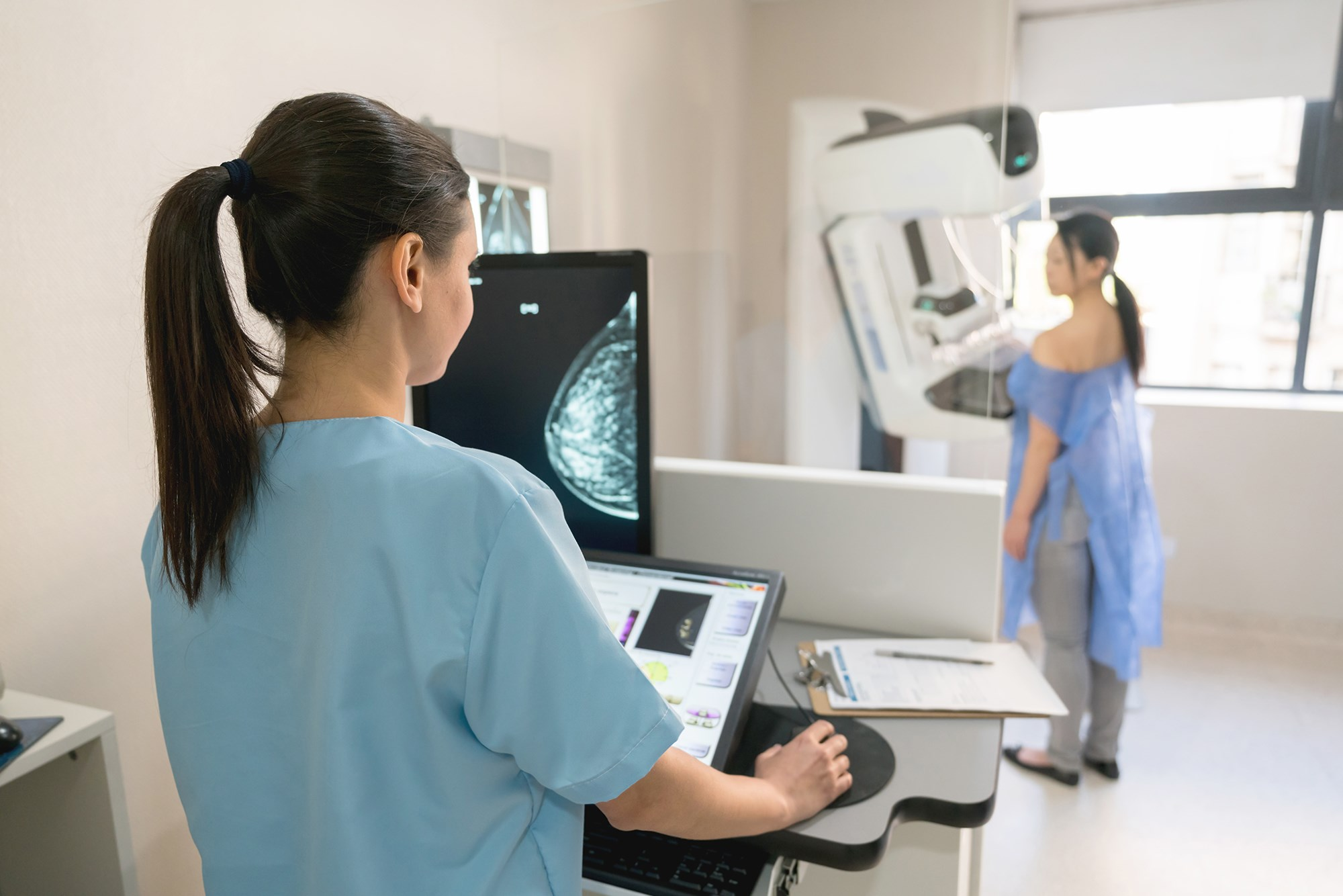 Additional Mammography Between Regular Screenings May Improve Breast Cancer Detection