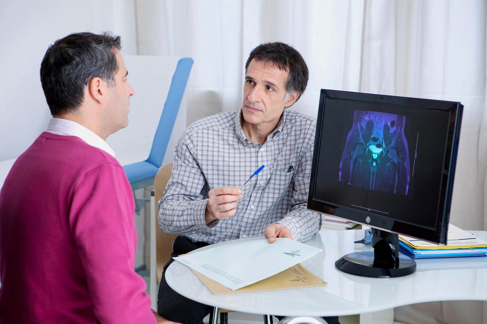 Older men with metastatic castration-resistant prostate cancer are often perceived as likely to play a passive role regarding care-related decisions.